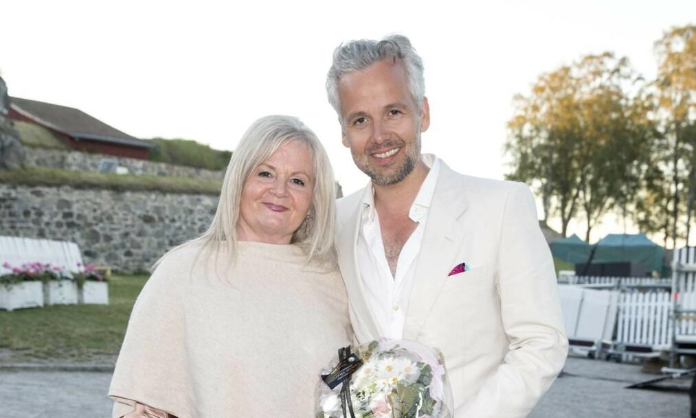 MOR OG SØNN: Ari Behns mor Marianne Behn deler fredag formiddag et innlegg om sønnens bortgang. Foto: Andreas Fadum/ Se og Hør