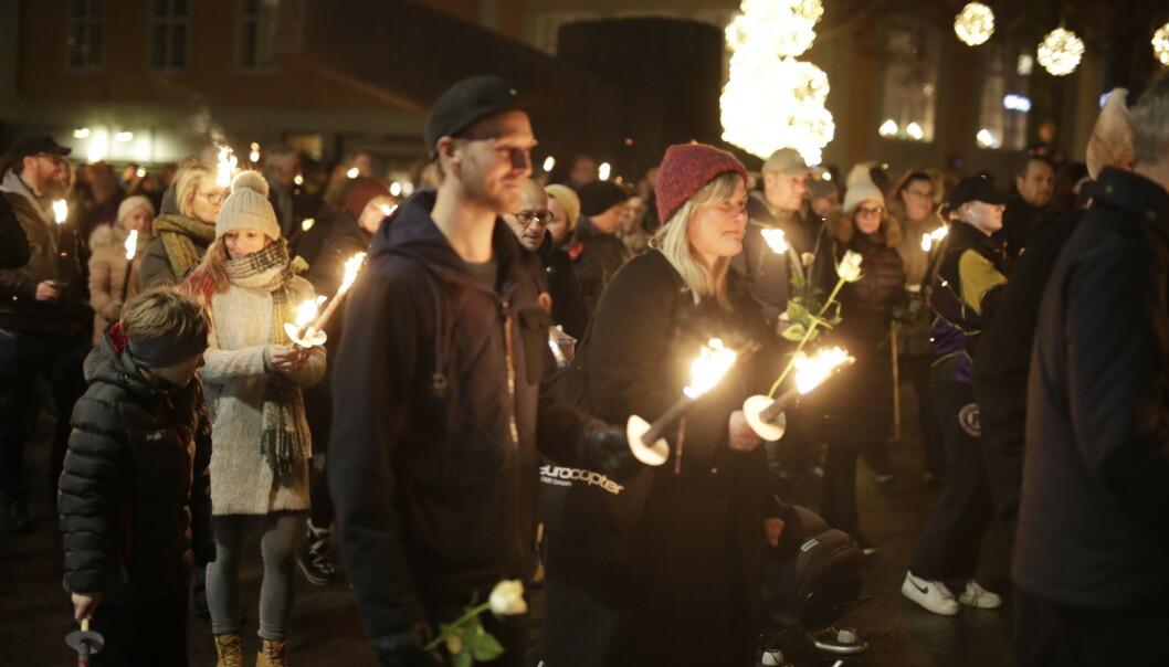 <strong>MINNEMARKERING:</strong> Søndag kveld hadde mange samlet seg i Moss for å minnes Ari Behn. Foto: Bjørn Langsem / Dagbladet