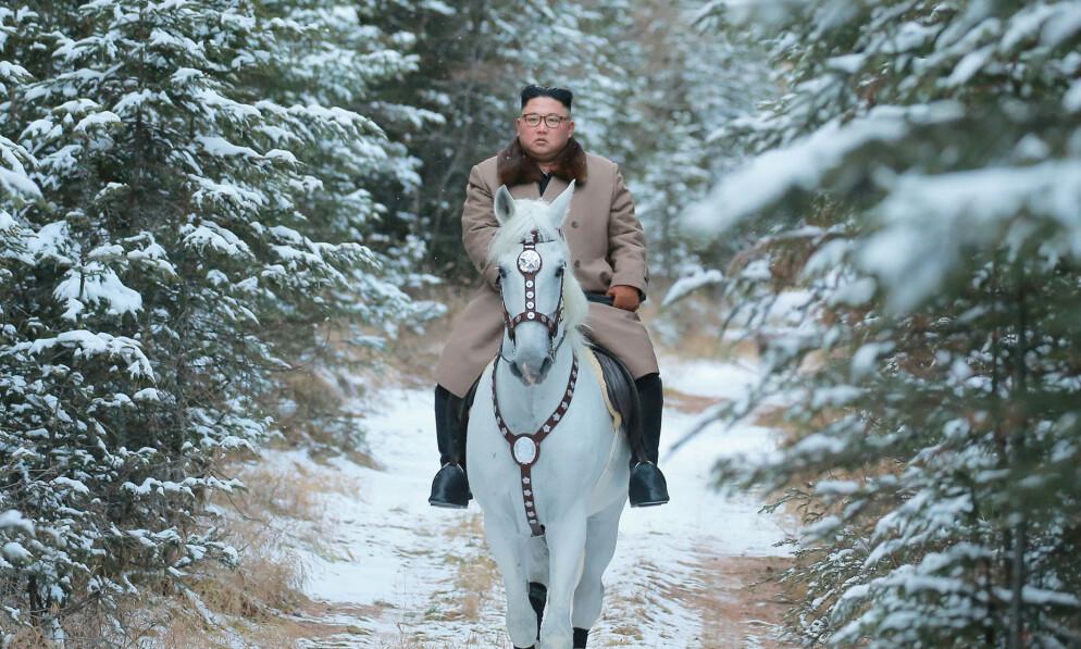 ADVARER: Nord-Korea strever med økonomien, og landets leder advarte søndag om nødvendige endringer da han snakket til partiledelsen mandag. Foto: KCNA