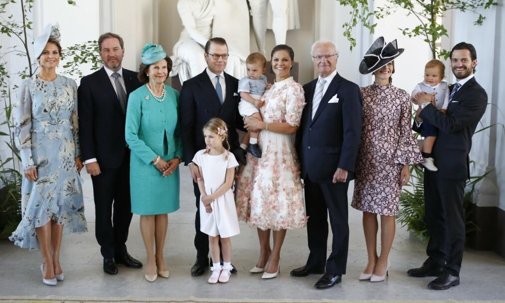 DEN SVENSKE KONGEFAMILIEN: Mandag ble det kjent at Bernadotte-slektens eldste familiemedlem, Dagmar Von Arbin, har gått bort. Hun ble 103 år gammel. Her er den svenske kongefamilien samlet i anledning kronprinsesse Vicotrias 40-årsdag. Foto: NTB Scanpix