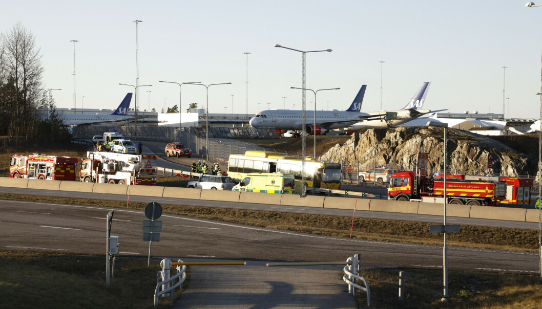 Nødetatene på plass ved Arlanda, der det har vært en ulykke med en buss. Foto: Christine Olsson/TT NYHETSBYRÅN / NTB scanpix