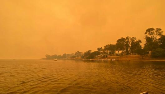 Isolerte etter brann evakueres med marineskip