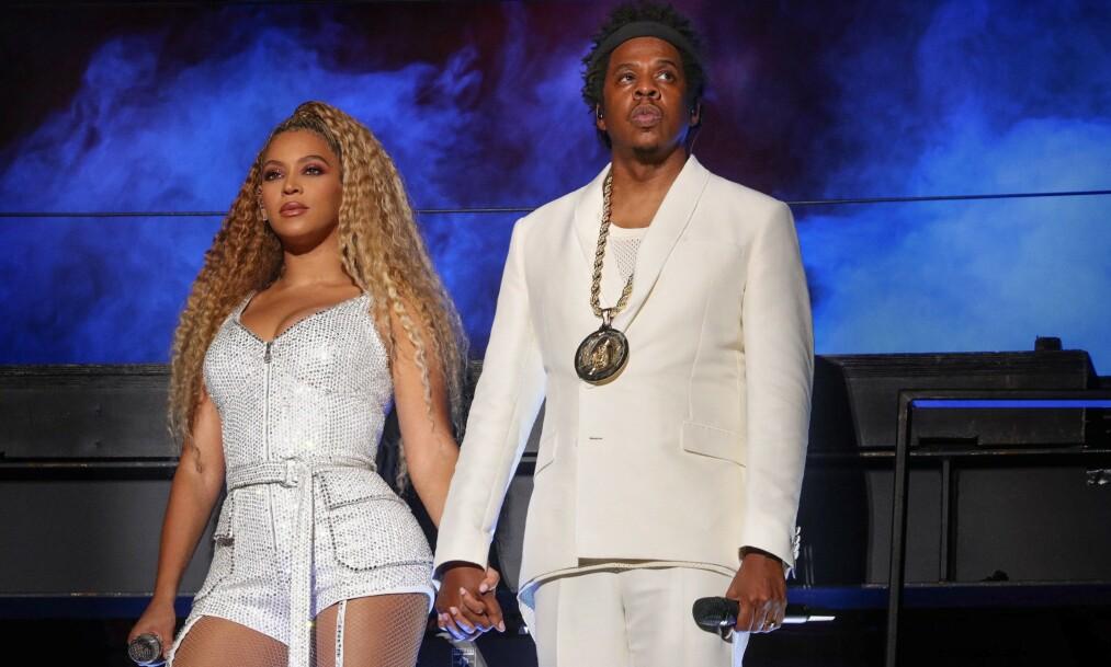 SJELDEN KOST: I går delte sangstjernen Beyoncé Knowles-Carter en video på Instagram med minner fra året som har gått. I videoen fikk man et sjeldent innblikk i nye bilder av blant annet Beyoncé og ektemannen Jay Z sine tvillinger, Sir og Rumi Carter. På slutten av videoen dukket derimot et bilde av hele familien opp - og det har ikke gått ubemerket hen. Foto: NTB Scanpix