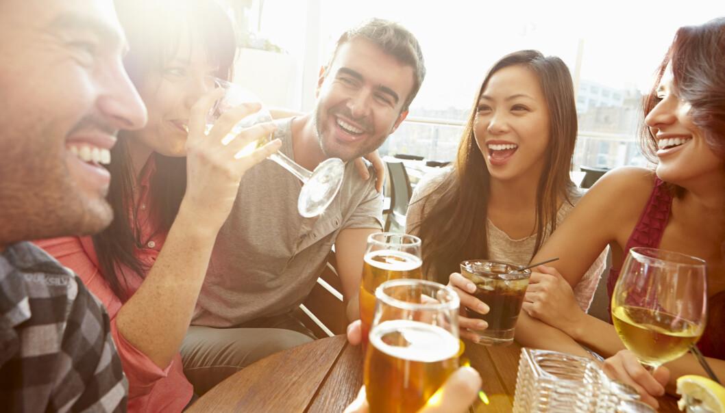 <strong>HYGGE:</strong> Alkohol er for mange forbundet med hygge, og er samtidig en viktig del av vår kultur. Det mange glemmer er at det faktisk er et giftstoff, med mange kort- og lanftidseffekter. FOTO: NTB Scanpix