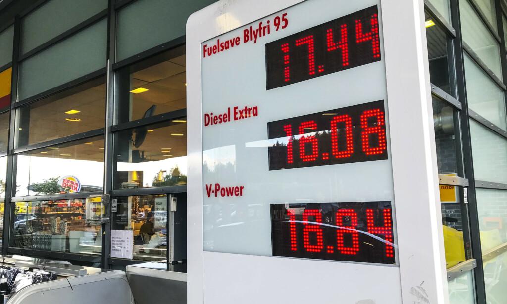NYE REKORDER: 24. mai 2019 ble det satt ny prisrekord for bensin, med 17,44 kroner literen. 30. desember ble det satt nok en prisrekord, da den veiledende prisen hos Cirkle K var hele 17,53 kroner for én liter 95 blyfri. 2. januar 2020 ble det også notert ny «all time high»-rekord for dieselprisen. Foto: NTB Scanpix