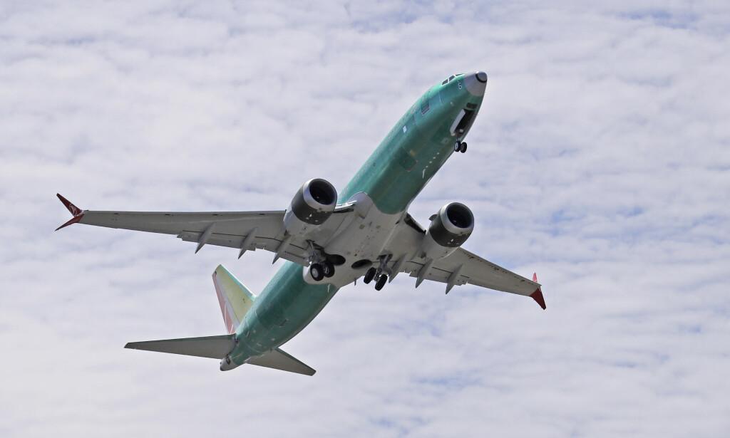 SLITER: Boeings bestselger 737 Max tas ut av produksjon i januar etter at selskapet så langt har produsert 400 maskiner for lager etter flyforbudet. Ferske tall viser også at selskapets argeste konkurrent, Airbus, har gått forbi dem som verdens største flyprodusent. Foto: Ted S. Warren / AP / NTB scanpix