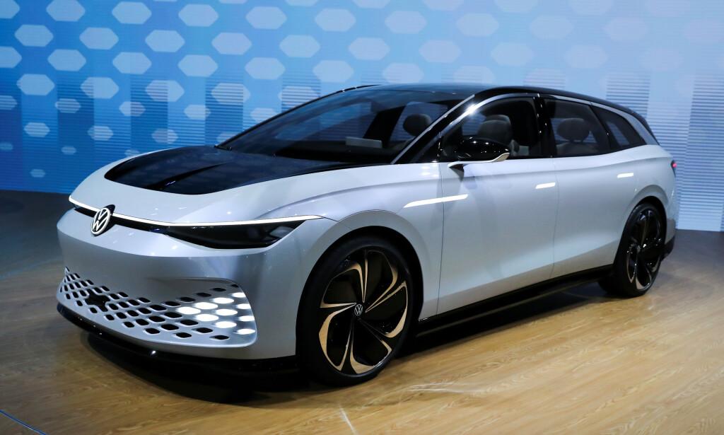 FØRST UT: Volkswagen I.D. Space Vizzion concept ble vist på LA Auto Show i i november. Den viser vei for hvordan GTI-modellene kan bli seende ut. ID.5 blir først ut med de nye betegnelsene. Foto: REUTERS/Lucy Nicholson