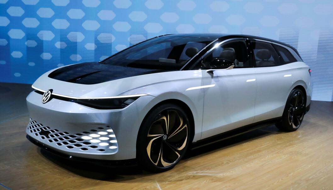 <strong>FØRST UT:</strong> Volkswagen I.D. Space Vizzion concept ble vist på LA Auto Show i i november. Den viser vei for hvordan GTI-modellene kan bli seende ut. ID.5 blir først ut med de nye betegnelsene. Foto: REUTERS/Lucy Nicholson