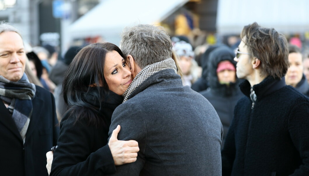 TIL STEDE: Katrine Moholt ankom kirken rundt 11:30. Foto: Nina Hansen / Dagbladet