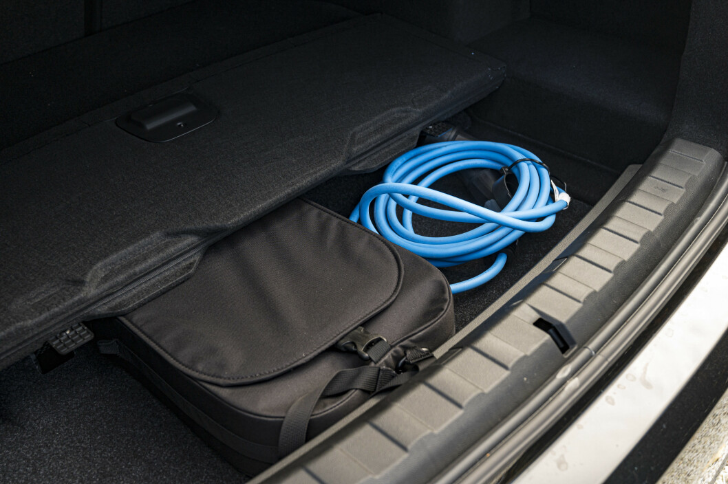 <strong>EKSTRA ROM:</strong> Bakre del av bagasjerommet har et ekstra rom under gulvet. Gull verd for biler med ledning. Foto; Jamieson Pothecary