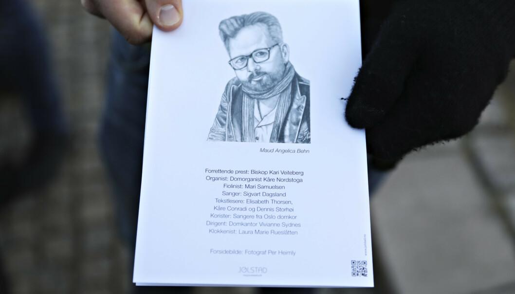 TEGNET TIL FAREN: Maud Angelicas tegning av sin avdøde far Ari Behn prydet programmet for bisettelsen. Foto: Christian Roth Christensen/Dagbladet