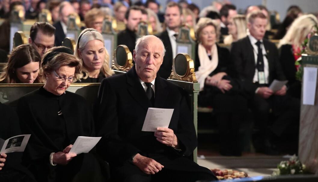 <strong>KONGEPARET:</strong> Dronning Sonja og kong Harald under bisettelsen. Foto: NTB scanpix