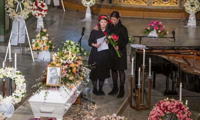 HOLDT TALE: Maud Angelica holdt en rørende tale til sin avdøde far da han ble bisatt i Oslo domkirke 3. januar. Foto: NTB Scanpix