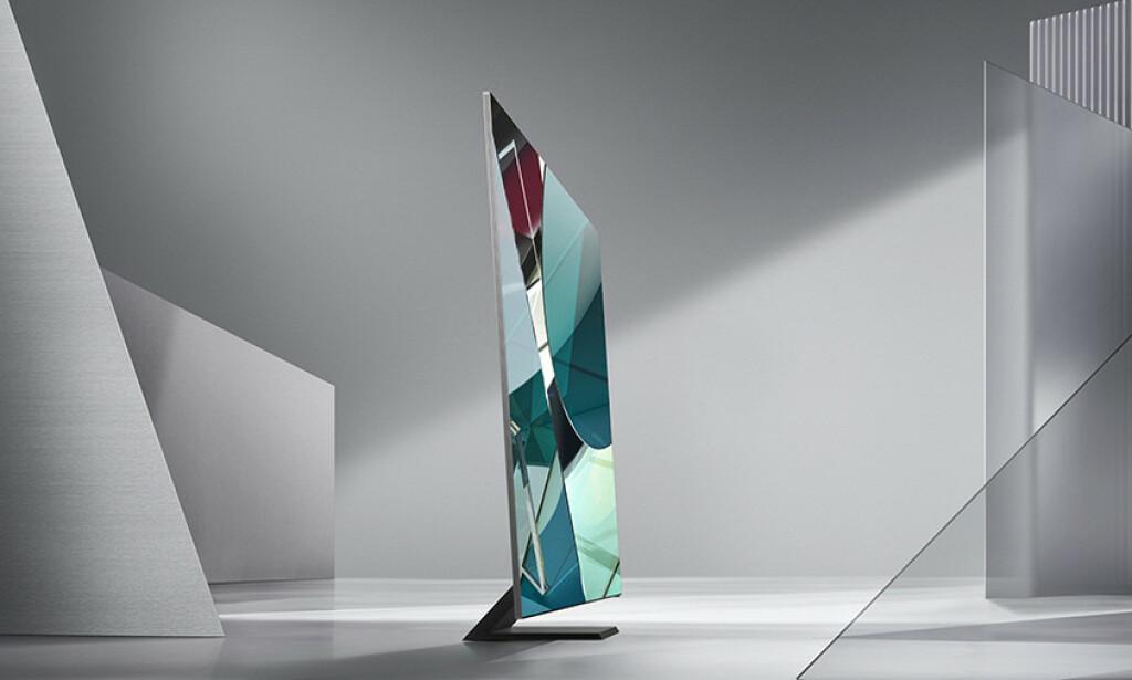 SLANK: TV-en er bare 1,5 cm tykk og har fått en fot som kan minne om den du finner på mange PC-skjermer. Foto: Samsung