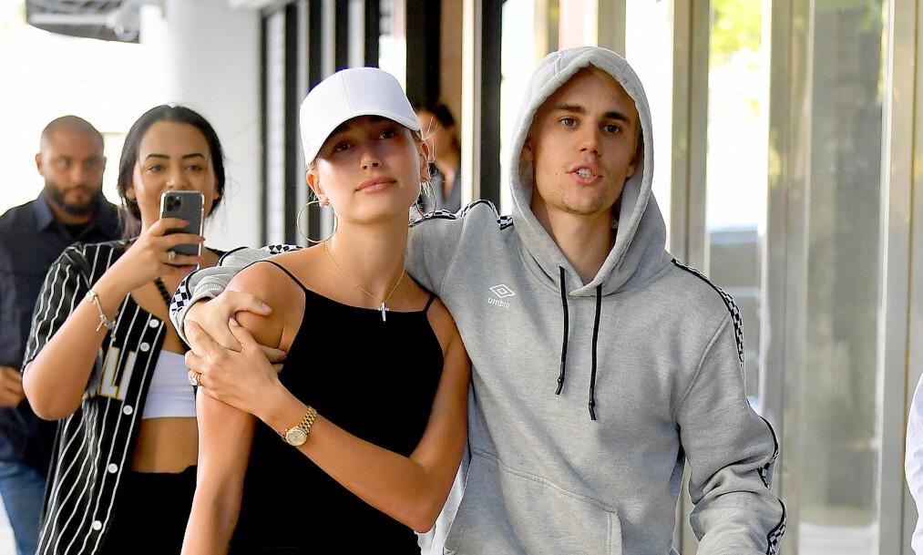 TAR ET OPPGJØR: Hailey Bieber elsker å ha kontakt med andre mennesker, men mener sosiale medier er en grobunn for ondskap. Foto: NTB Scanpix