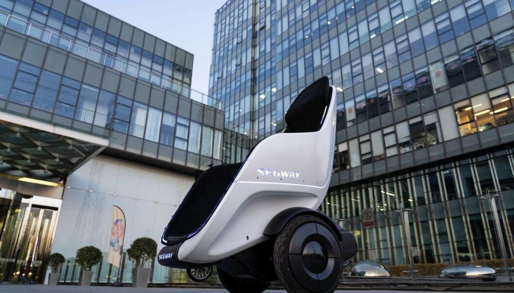 <strong>FREMTIDENS FREMKOMSTMIDDEL?:</strong> Segway viser frem en farkost som er en krysning mellom en ståhjuling og en rullestol. Foto: Segway