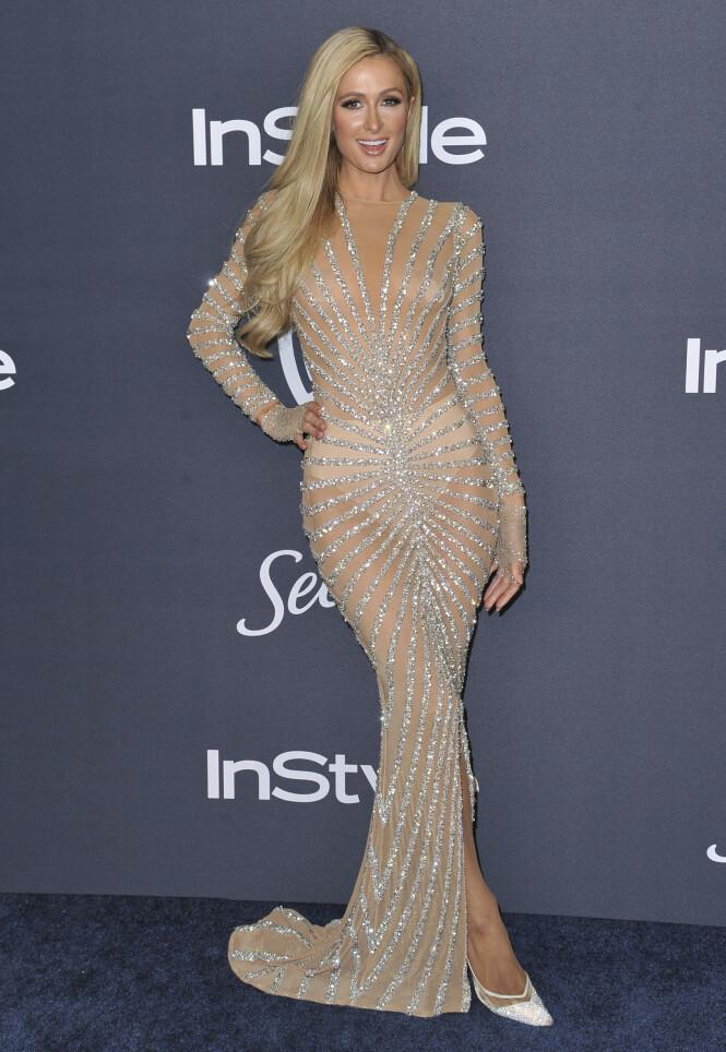 PARIS HILTON: Stjernen ankom etterfesten iført en gjennomsiktig, beige kjole som ikke overlot særlig mye til fantasien. Foto: NTB Scanpix