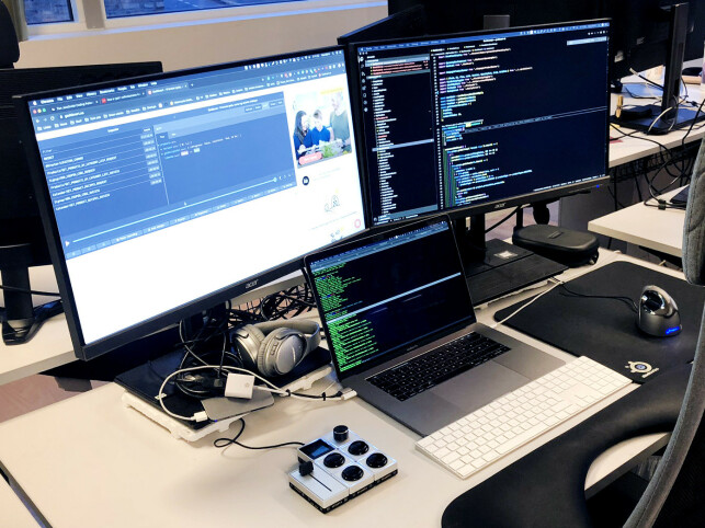 Pulten til Joachim H. Nakken, med Palette Modular Controllers. 📸: Privat