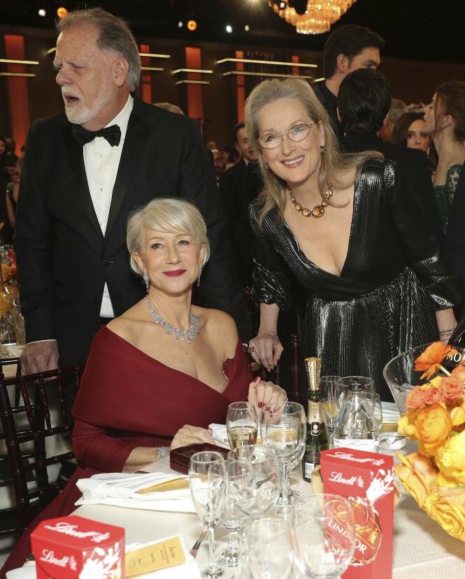 VENNINNER: Helen Mirren og Meryl Streep satt sammen under årets Golden Globes. Foto: NTB Scanpix