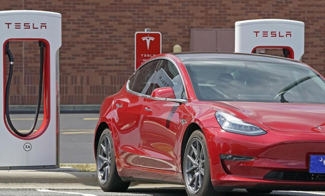 <strong>- INSENTIVENE FORSVINNER:</strong> Tesla og andre elbiler har blitt meget populære i Norge. Nå kan det imidlertid nærme seg en slutt for de gode insentivene. Foto: Chuck Burton
