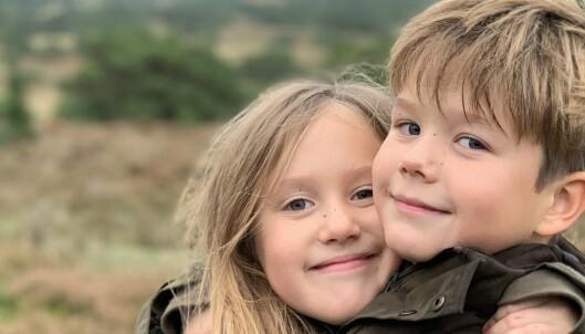 Deler nye bilder av sjarm-tvillingene