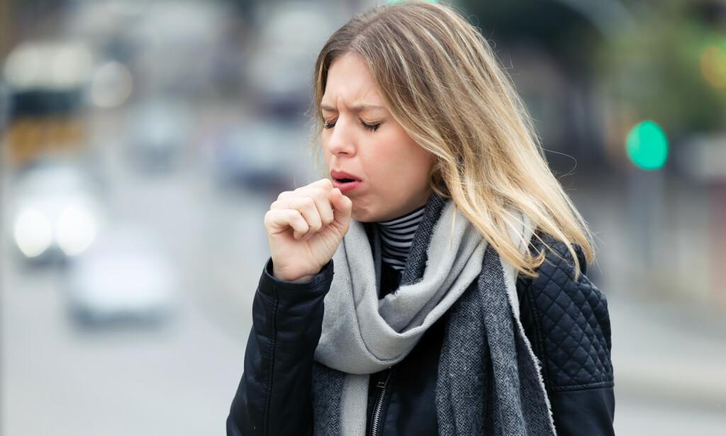 HOSTE: Det er mange årsaker til hoste. Dette er rådene som kan hjelpe. Foto: Shutterstock / NTB Scanpix