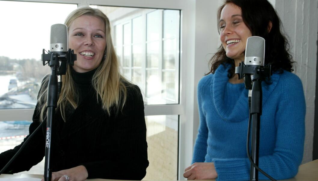 <strong>PÅ LUFTA:</strong> Annette under en pressekonferanse for Kanal 24, sammen med Marie Theisen. FOTO: NTBScanpix.