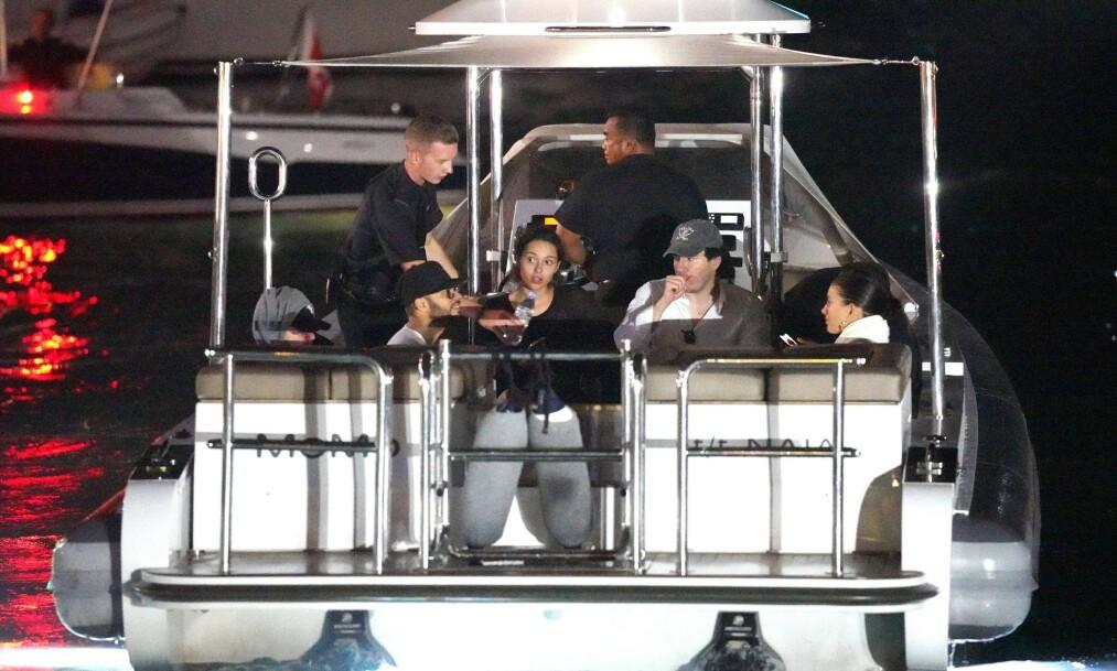 DRAMATISK: Leonardo DiCaprio (ytterst t.v.) var på ferie like utenfor St.Barts da han, kjæresten Camila Morrone, og vennene mottok nødsignalet om at en mann hadde falt over bord. Foto: NTB Scanpix