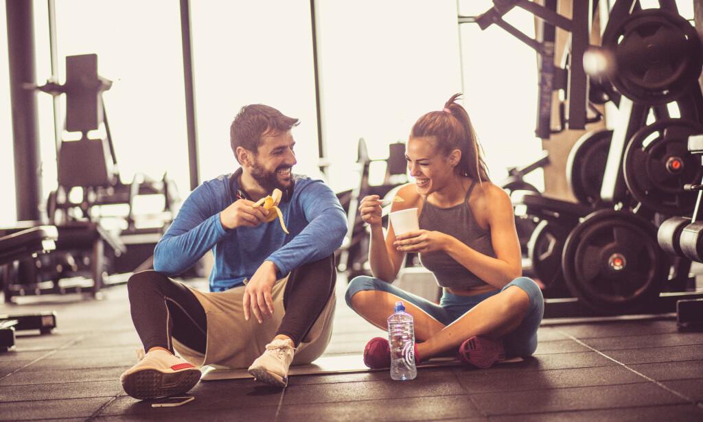 TREN MED EN VENN: Eller kanskje en mulig partner? Og om treningssenteret mangler tilbudet - hvorfor ikke invitere på treningsdate? FOTO: NTB Scanpix