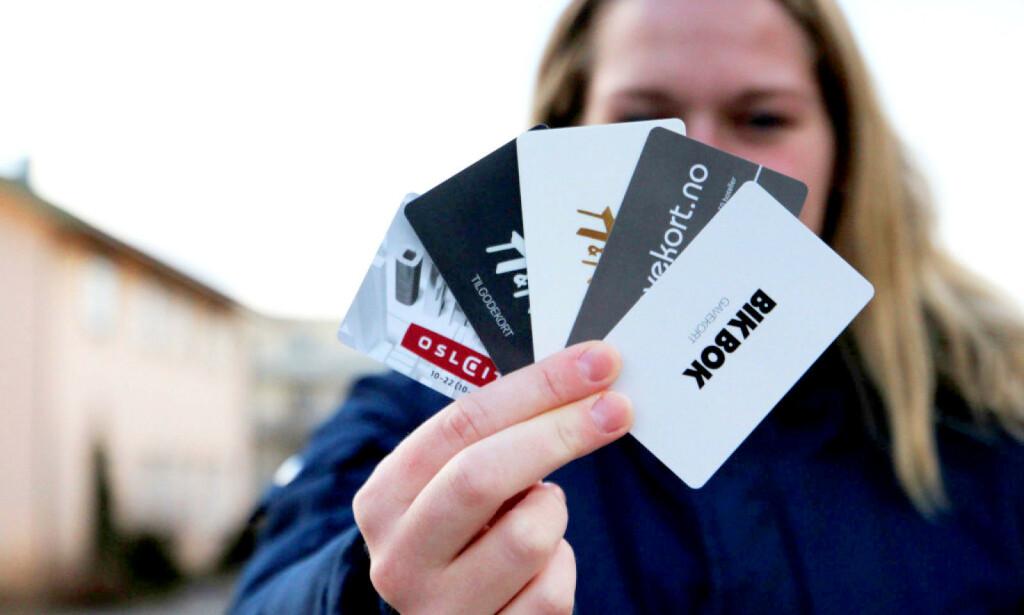 MILLIARDER LIGGENDE: Økonomiprofessor hevder vi har ubrukte gavekort for 2,4 milliarder liggende - og tar vi med tilgodelapper mener han beløpet er oppe i 3 milliarder. Dette er ren gevinst for butikkene. Foto: Ann Kristin Andreassen