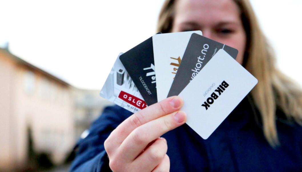 <strong>MILLIARDER LIGGENDE:</strong> Økonomiprofessor hevder vi har ubrukte gavekort for 2,4 milliarder liggende - og tar vi med tilgodelapper mener han beløpet er oppe i 3 milliarder. Dette er ren gevinst for butikkene. Foto: Ann Kristin Andreassen
