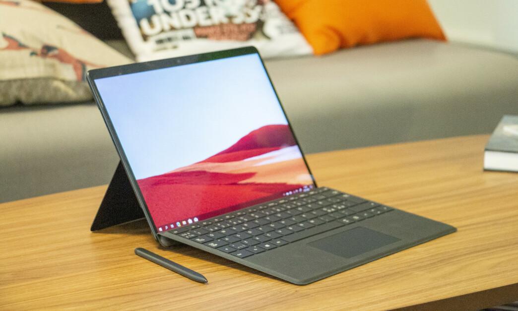 <strong>SURFACE PRO X:</strong> For første gang siden Surface 2 kommer det en Surface med ARM-brikke, men opplevelsen har fortsatt et stykke å gå. Foto: Martin Kynningsrud Størbu