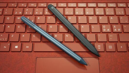 <strong>NY PENN:</strong> Den «gamle» Surface Pen til venstre, den nye og slanke til høyre. Foto: Martin Kynningsrud Størbu