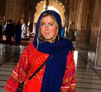 ØKENDE TREND: Reiseblogger og forfatter Renate Sandvik mener det er en økende trend at kvinner reiser alene. Selv har hun besøkt over 100 land og mer enn halvparten av dem uten reisefølge. Her på en solotur i Pakistan. FOTO: Privat