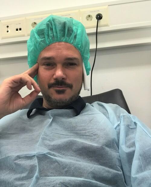 NYOPERERT: Tore Petterson er svært fornøyd over å endelig være ferdigoperert og snart kunne kjøre bil igjen. Foto: Privat