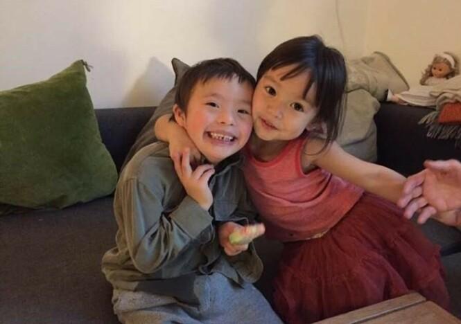 UTFORDRINGER: Luka og lillesøster Margot har naturligvis ulike forutsetninger - men Linda mener det er ikke gitt at det er sønnen som vil få mest utfordringer i livet. Det vet man aldri. FOTO: Privat
