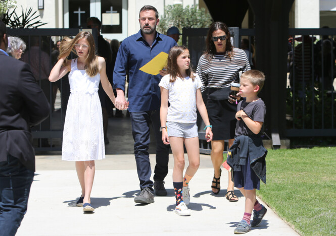 <strong>GODT SAMARBEID:</strong> Ben og Jennifer blir stadig observert med hverandre og sammen med barna. Foto: NTB Scanpix