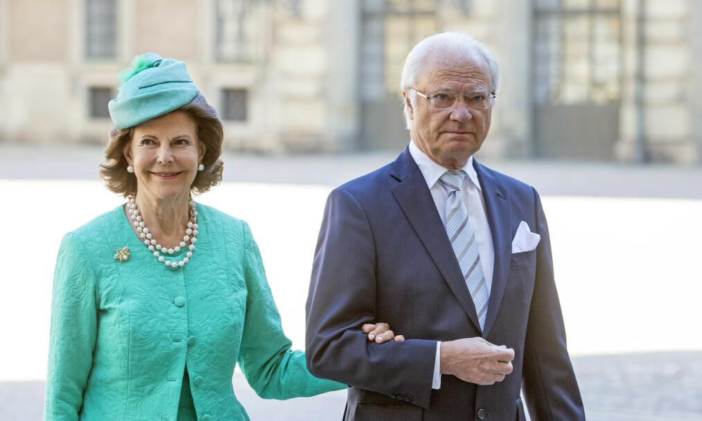 VEKKER OPPSIKT: Kong Carl Gustaf har ved flere anledninger blitt observert uten giftering. Nå forklarer kommunikasjonssjef ved det svenske hoffet hvorfor. Foto: NTB Scanpix
