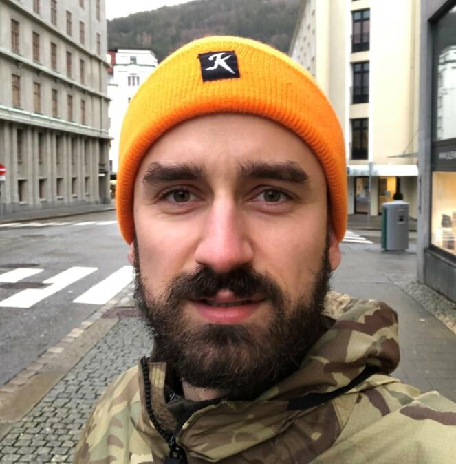 KLARTE IKKE LA VÆRE: Halvor Harsem (30) fikk nok da han så konkurransen hvor man kunne vinne valgfri kosmetisk behandling. Foto: Privat