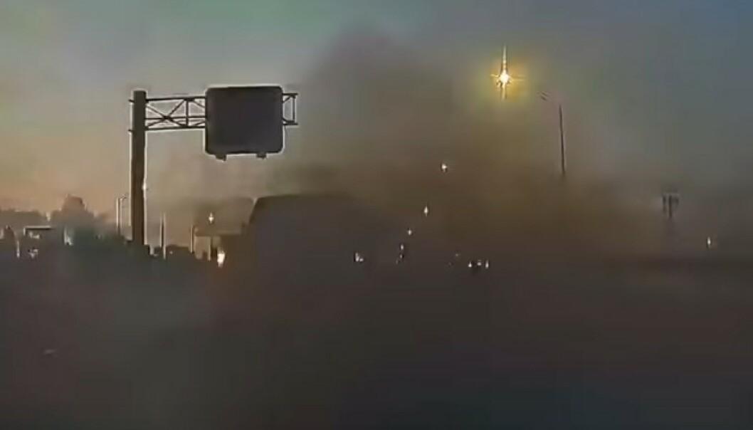 BYGGER OM BILEN: Bilene bygges om for opptil 45.000 kroner for å kunne spy ut svart røyk på andre trafikanter. Foto fra video. Jeff Mahins