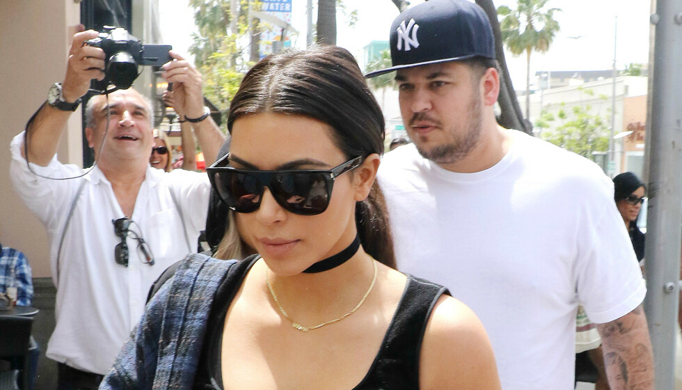 PÅ JAKT ETTER KJÆRLIGHETEN: Rob Kardashian føler seg angivelig bra for tiden og ønsker seg en meningsfylt romantisk relasjon. Her sammen med storesøster Kim Kardashian for noen år siden. Foto: NTB Scanpix