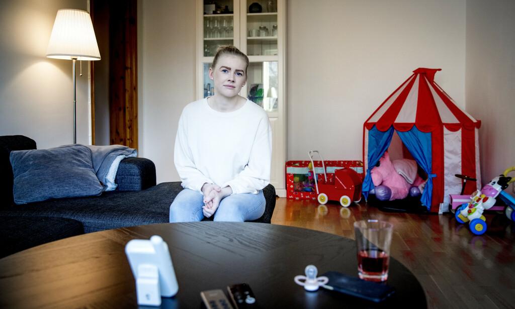 FRUSTRERT: Som småbarnsforeldre er Siren Eliassen og samboeren avhengig av to inntekter. Selv drømmer hun om å komme tilbake til H&M i fulltidsstilling. Foto: Bjørn Langsem / Dagbladet