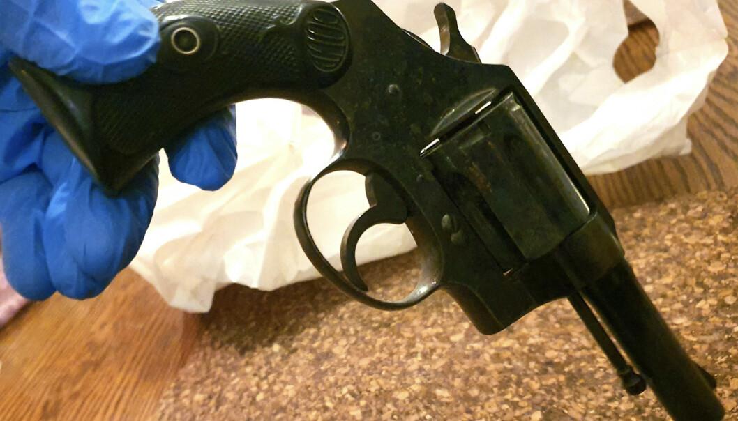 Privatetterforsker Tore Sandberg overleverte 20. desember i fjor en revolver av typen Colt Police Special til Gjenopptakelseskommisjonen. Prøveskytingen taler med stor sikkerhet for at dette våpenet ikke ble brukt under Orderud-drapene. Foto: Tore Sandberg / NTB scanpix.