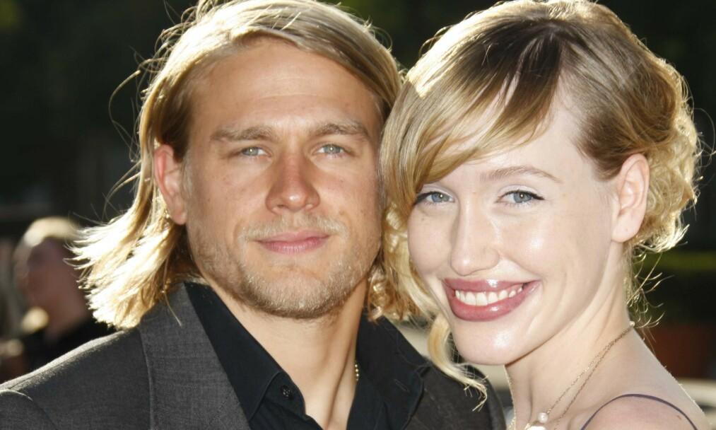 «PLANLEGGER» BRYLLUP: Charlie Hunnam planlegger å gifte seg med Morgana McNelis i fremtiden, men synes ikke selv det er veldig viktig. Bildet av paret er tatt under «Sons of Anarchy»-premieren i Los Angeles i 2008. Foto: NTB Scanpix