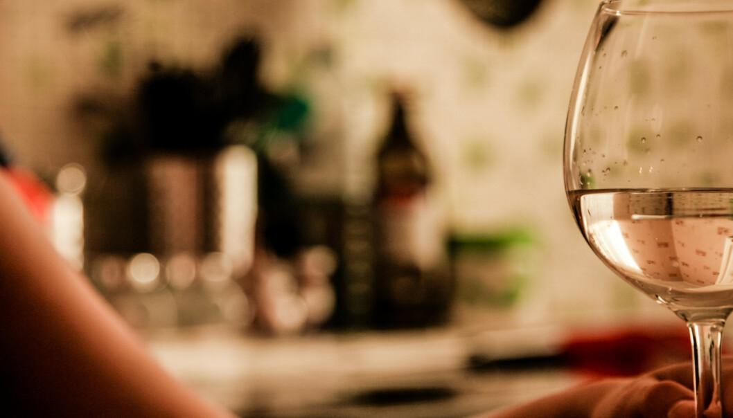 Det første Mette gjør etter jobb, er å ta seg et glass vin