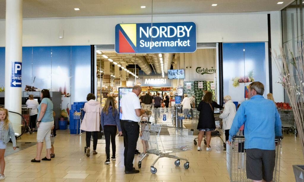 POPULÆRT: Nordmenn handler stadig mer i Sverige. Innen de neste ti årene kan grensehandelen ha doblet seg, fra 17,6 milliarder kroner i fjor til 30 milliarder i 2030. Her fra Nordby Supermarket i Sverige. Illustrasjonsfoto: Geir Olsen / NTB scanpix