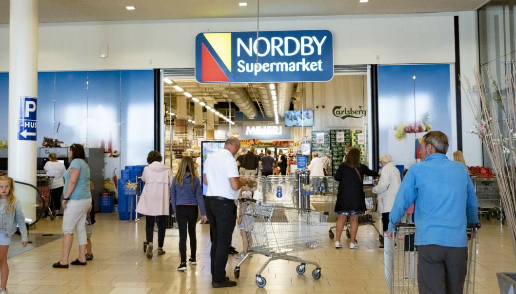 <strong>POPULÆRT:</strong> Nordmenn handler stadig mer i Sverige. Innen de neste ti årene kan grensehandelen ha doblet seg, fra 17,6 milliarder kroner i fjor til 30 milliarder i 2030. Her fra Nordby Supermarket i Sverige. Illustrasjonsfoto: Geir Olsen / NTB scanpix