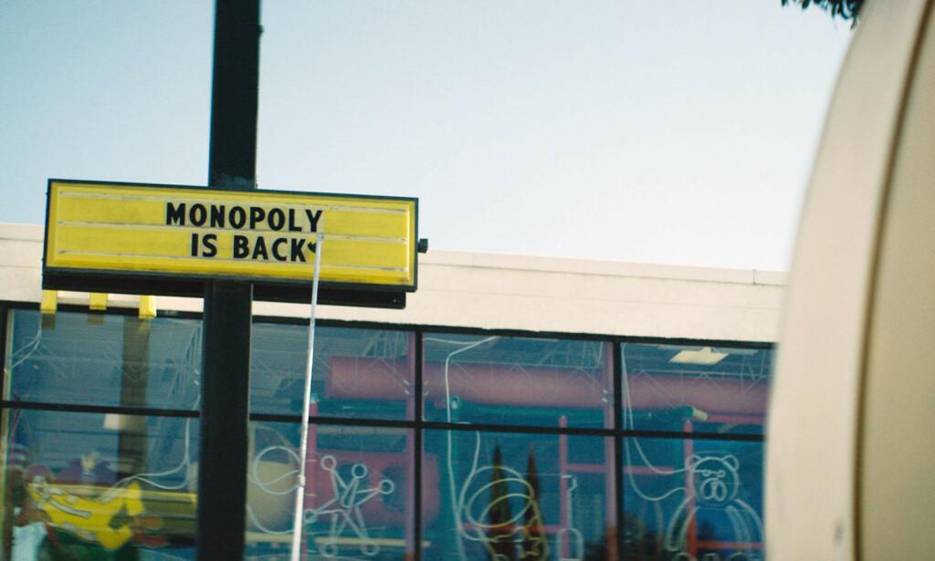 - SVINDLET: McDonald's Monopol-spill tar for seg temaet i brettspillet med samme navn. Kampanjen ble først lansert i USA i 1987 og har siden blitt brukt over hele verden. Foto: HBO Nordic