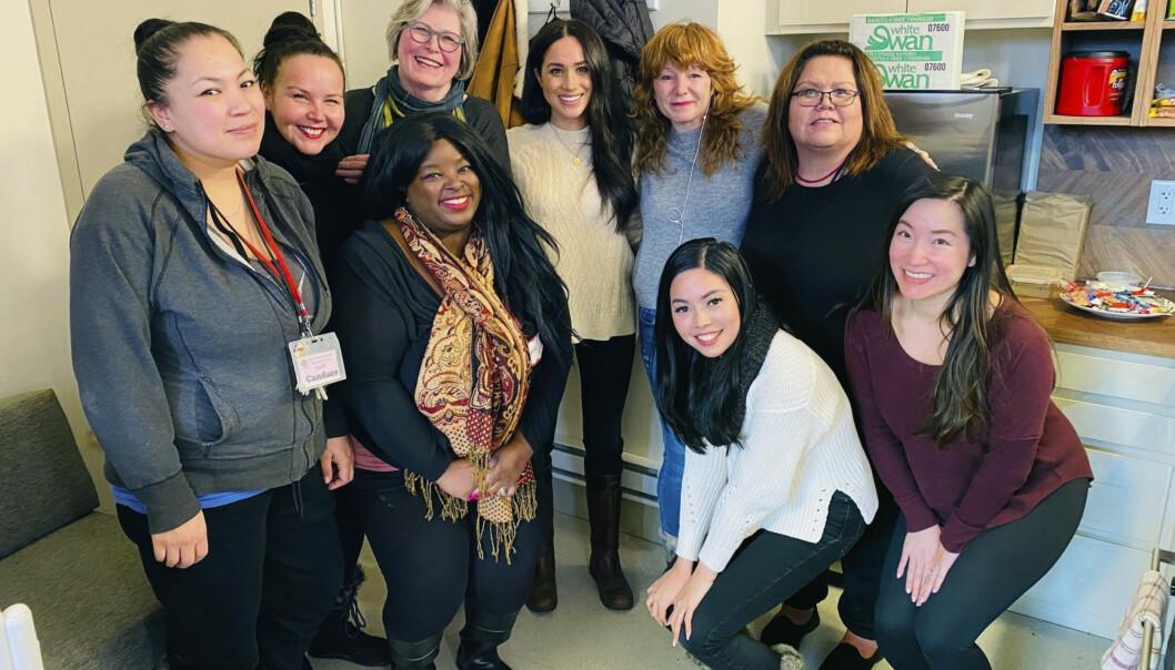 OVERRASKET: Hertuginne Meghan besøkte tirsdag et kvinnesenter i Vancouver. Foto: NTB Scanpix