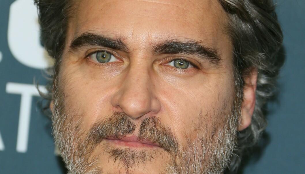 MEDFØDT ARR: Joaquin Phoenix (45) blir gjort narr av for arret på overleppa av Wendy Williams. Foto: NTB scanpix